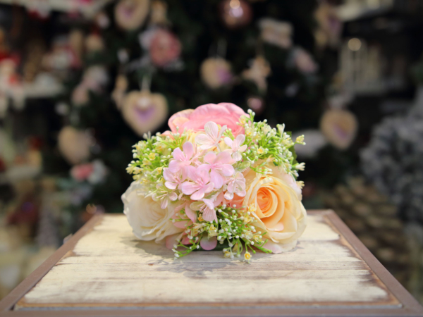Umlelá kytica-ruža a hortenzia