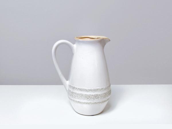 Bielý keramický džbán